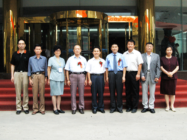 汤传忠与山东省微量元素科学研究会常务理事会成员合影