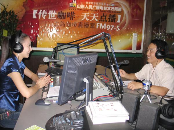 汤传忠接受山东人民广播电台文艺频道采访